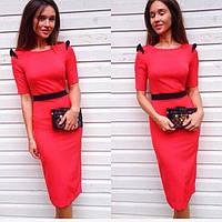 Платье трикотажное красного цвета с черным встрочным поясом и крылышками