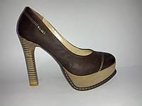 Кожаные польские женские коричневые стильные туфли на высоком каблуке с платформой 37