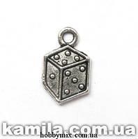 """Метал. подвеска """"кубик игральный"""" серебро ( 0,9х1,5 см) 17 шт в уп."""