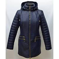 Красивая стеганная женская куртка большого размера декорирована молнией