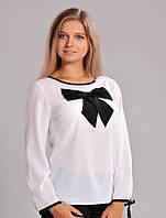 Красивая белая блуза с контрастным бантом