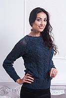 Стильный женский свитер крупной вязки украшен лентой на спине