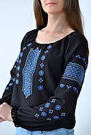 Модная женская блуза вышиванка модного кроя украшена этничным орнаментом