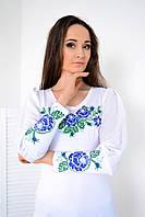 Нарядная женская вышиванка с шифоновым рукавом украшена вышивкой из букета синих роз