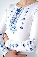 Модная женская футболка вышиванка с длинным рукавом в украинском стиле с синим орнаментом