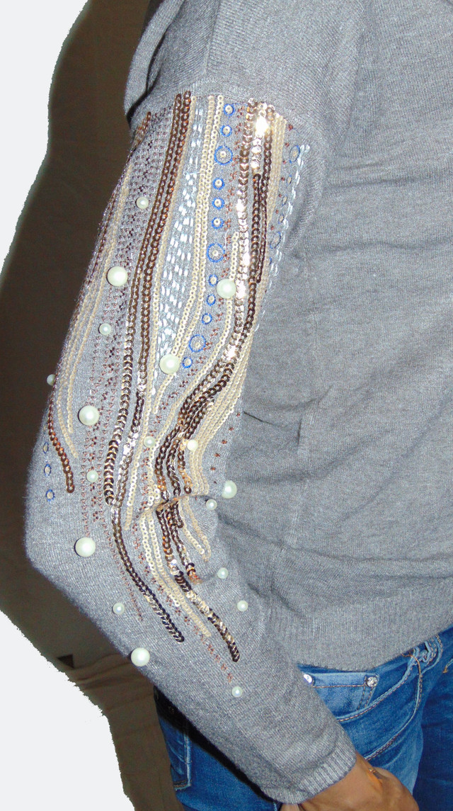 Роскошная вышевка на рукавах женских свитеров Линда SvLd054