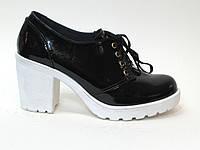 Женские ботильйоны натуральная черная кожа на белом каблуке