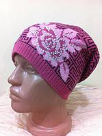молодежная вязанная  шапочка  демисезонная с украшением на флизе  цвет - розовый