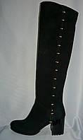 Модельные женские замшевые зимние сапоги на каблуке