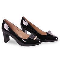 Модные лаковые туфли на средем каблуке