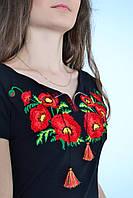Роскошная женская вышиванка  в украинском стиле декорирована насыщенным цветочным букетом из маков