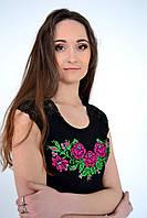 Стильная женская блуза  оригинального кроя украшена роскошной вышивкой из роз