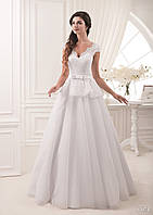 Кружевное свадебное платье с вырезом на спинке, второй юбкой и маленьким атласным бантиком
