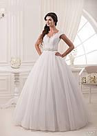 Очень нежное свадебное платье с невероятно красивым обрамлением груди и спинки