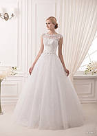 Волшебное платье, корсет которого украшен замечательным кружевом и расшит стразами