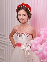 Белое пышное платье с ярким акцентом на поясе