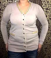 Оригинальная женская кофта на пуговицах и крашением на горловине