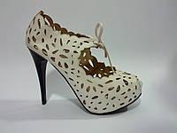 Женские удобные стильные модные белые ботильоны на каблуке