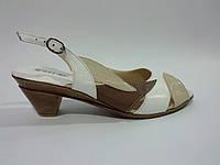 Кожаные женские удобные босоножки на устойчивом каблуке 40