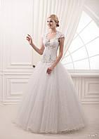 Платье для принцессы с очень ну очень красивой аппликацыей