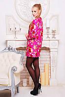 Короткое женское пальто из кашемира с цветочным принтом.