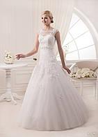 Волшебное закрытое свадебное платье обшито кружевом, бисером и камнями