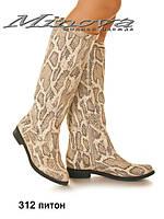 Женские сапоги из натуральной кожи цвета питон