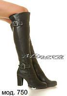 Высокие женские кожаные сапоги на каблуке