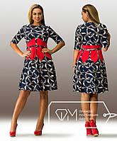 Модное батальное женское платье с короткими рукавами и красной вставкой спереди