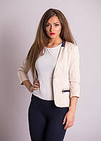 Стильный женский пиджак приталенного покроя.