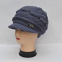 Женская зимняя вязанная шапка с козырьком