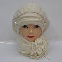 Белая женская зимняя шапка с шарфом