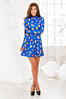 Короткое платье с принтом и рукавом-перчаткой синее