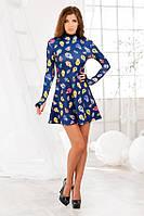 Короткое темно-синее платье с принтом и рукавом-перчаткой