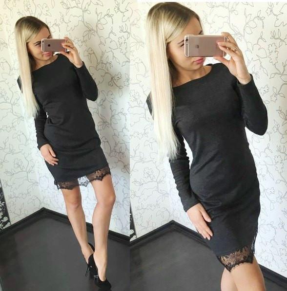 Платье трикотажное с кружевом по низу
