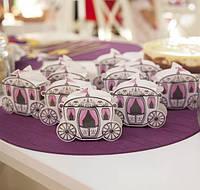 Красивые бонбоньерки на свадьбу в виде кареты, Киев