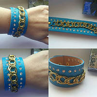Голубой браслет со стразами и цепью