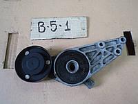 Кронштейн и ролик натяжитель ремня генератора VW Passat B5, 1.8T, AWT, 2001 г.в., 058 903 133, 058903133