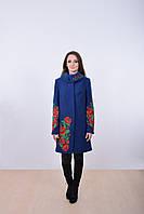 Модное демисезонное пальто в классическом стиле украшено роскошной вышивкой