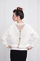 Оригинальный свитер в белом цвете с красивой отделкой вязаной  по спинке