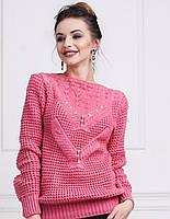 Теплый женский свитер плотной вязки декорирован стразами на груди