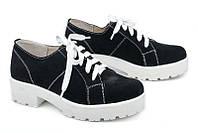 Женские туфли замшевые на шнурках, белый протектор