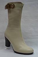 Бежевые кожаные сапоги Erisses на устойчевом каблуке. Маленьких размеров