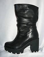 Стильные женские зимние черные сапоги на каблуке