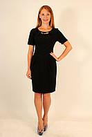 Платье черное деловое с украшением