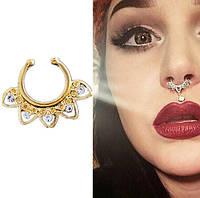 Колечко золотистое для имитации пирсинга септума носа с прозрачными кристаллами.