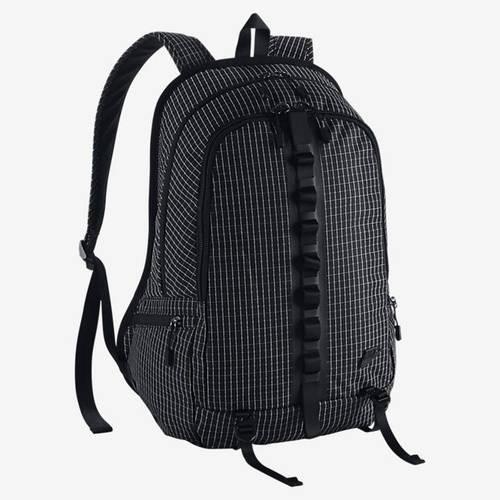 Удобный повседневный рюкзак NIKE KARST CASCADE BACKPACK BA5073-001 черный объем 30 л
