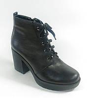 Женские осенние кожаные ботинки на каблуке