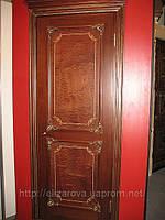 Дверь из красного дерева