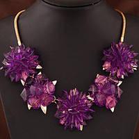 Сногсшибательное колье - нагрудник с фиолетовыми кристаллами в виде цветов